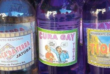 tiquira cachaça Maranhão rotulo charge Latuff cura gay